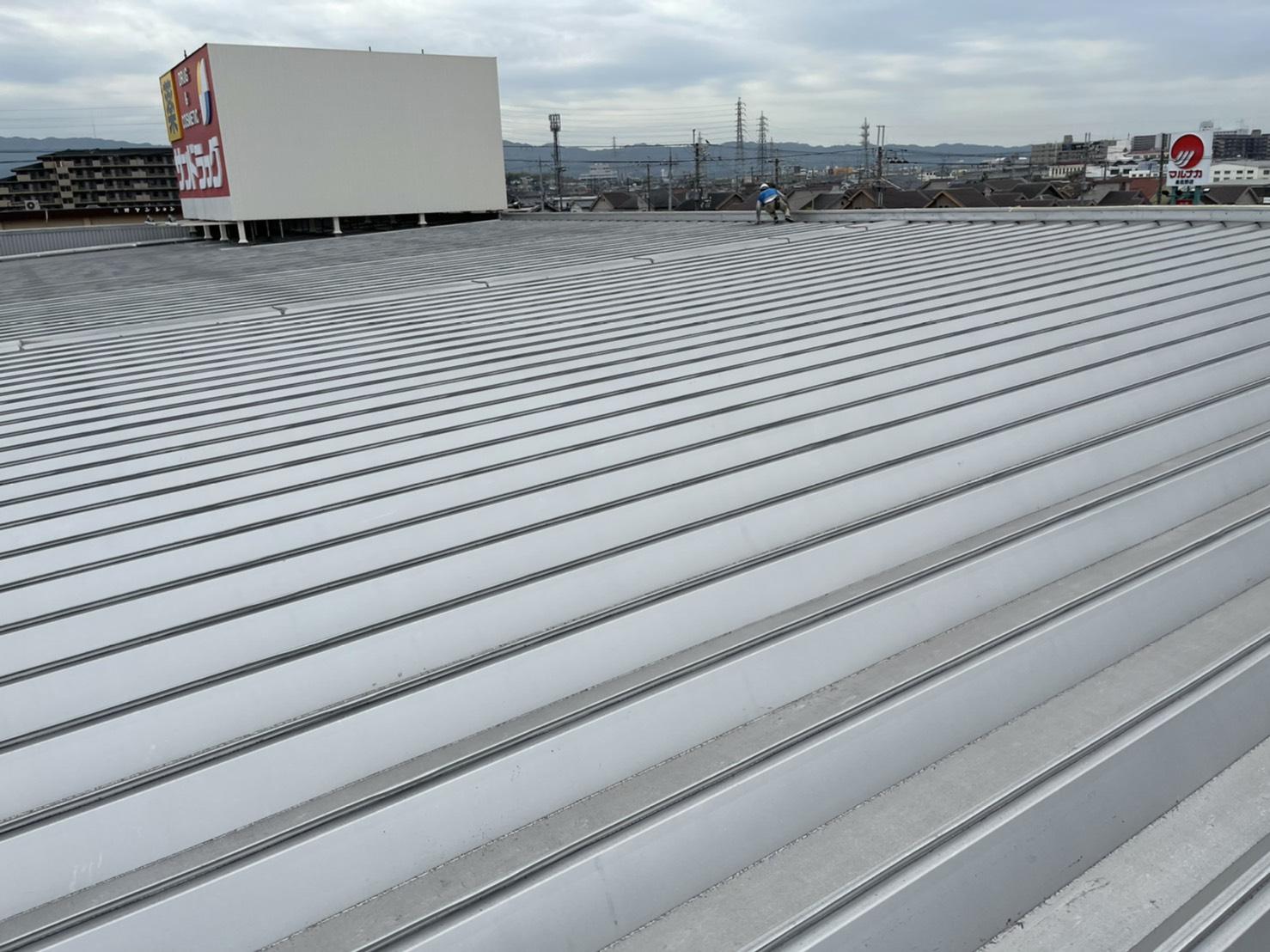 泉佐野市 某ドラックストア屋根・鉄骨塗装工事着工しました!!