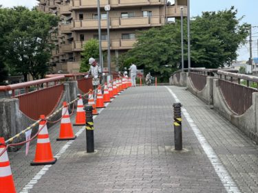 和泉市で橋の手摺塗装中!!